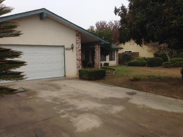 1557 N Hollywood Avenue, Reedley, CA 93654 (#135632) :: The Jillian Bos Team
