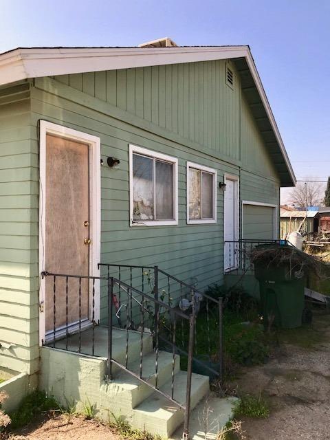 757 8th Street, Orange Cove, CA 93646 (#136219) :: The Jillian Bos Team