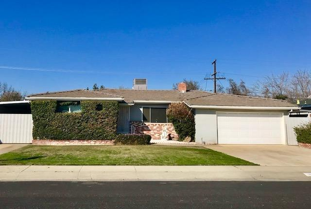 3032 E Laurel Avenue, Visalia, CA 93292 (#136234) :: The Jillian Bos Team