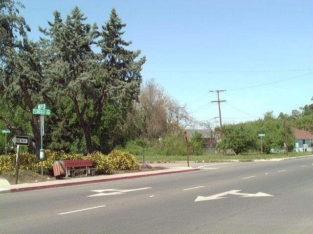200 W Pine, Visalia, CA 93291 (#136538) :: Robyn Graham & Associates