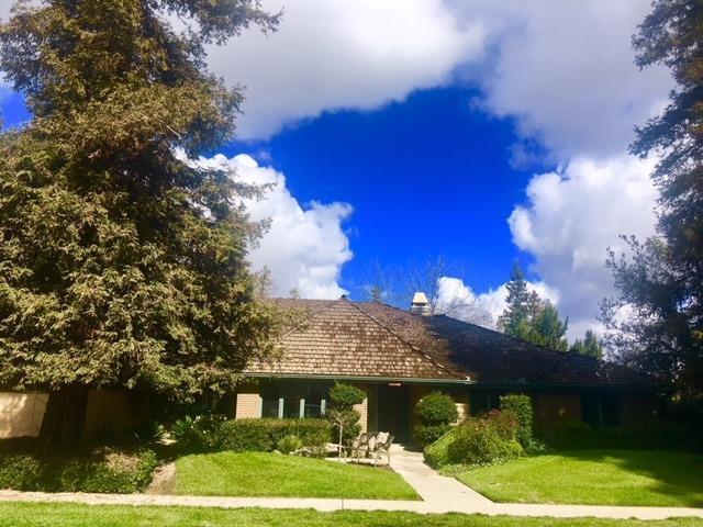 110 E Parkview Avenue E, Visalia, CA 93277 (#136619) :: The Jillian Bos Team
