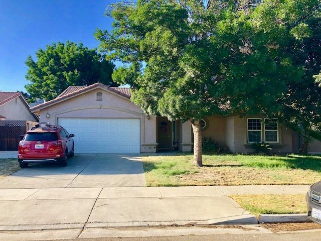 1012 Scotland Street, Lemoore, CA 93245 (#139774) :: Robyn Graham & Associates