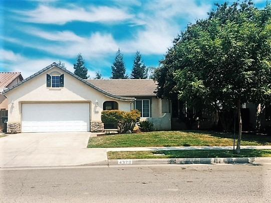 4320 W Elowin Avenue, Visalia, CA 93291 (#139864) :: Robyn Graham & Associates