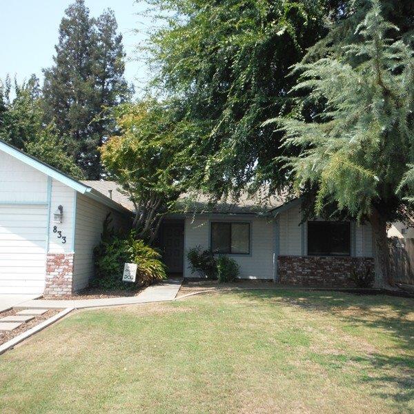 833 N Kent Street, Visalia, CA 93291 (#140317) :: The Jillian Bos Team