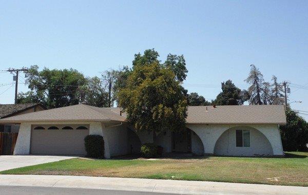 1207 S Emerald Court, Visalia, CA 93277 (#140366) :: Robyn Graham & Associates