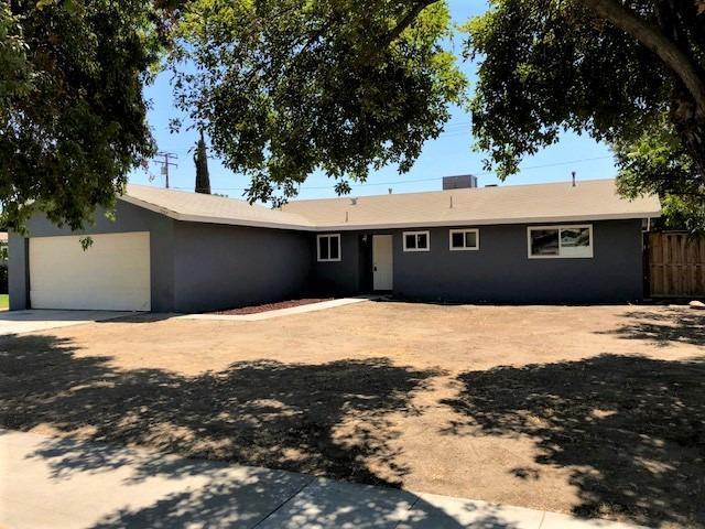 1257 W Pleasant Avenue, Tulare, CA 93274 (#140608) :: Robyn Graham & Associates