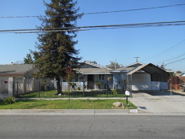 868 W Kern Avenue, Tulare, CA 93274 (#140836) :: The Jillian Bos Team