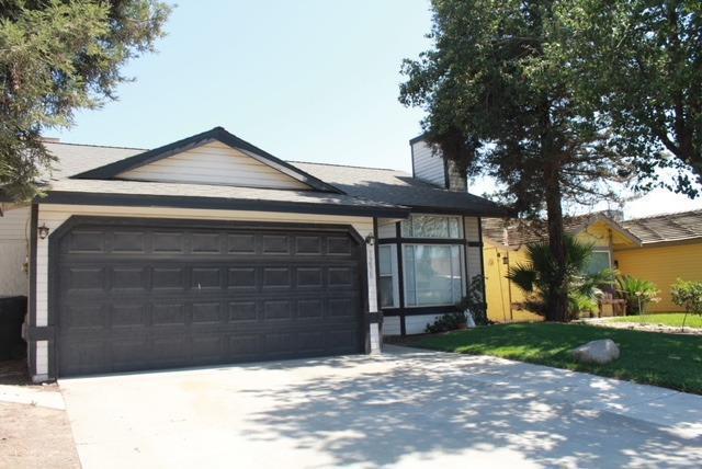1298 Pepperwood Street, Tulare, CA 93274 (#140937) :: The Jillian Bos Team
