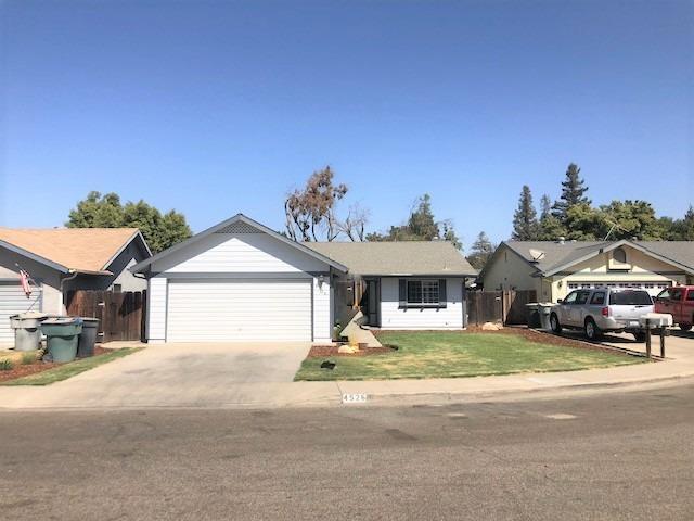4526 W Howard Avenue, Visalia, CA 93277 (#141391) :: The Jillian Bos Team