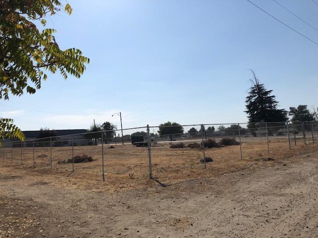 132 S Burnett Road, Tipton, CA 93272 (#142103) :: The Jillian Bos Team