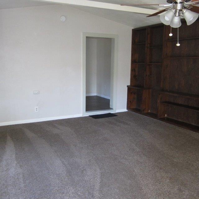 1132 E Springfield Avenue, Reedley, CA 93654 (#142305) :: Robyn Graham & Associates