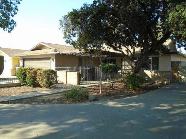 1382 E Redwood Court, Tulare, CA 93274 (#142708) :: Robyn Graham & Associates