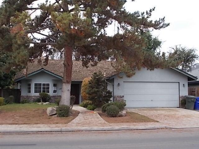 597 Mathew Street, Porterville, CA 93257 (#142987) :: Robyn Graham & Associates