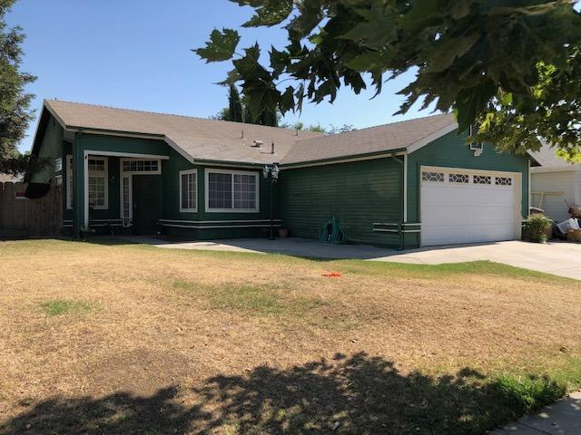 1973 Country View Avenue, Tulare, CA 93274 (#147096) :: The Jillian Bos Team