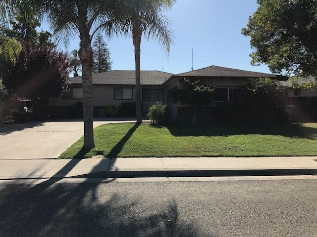 1189 N Mark Drive, Dinuba, CA 93618 (#147308) :: The Jillian Bos Team