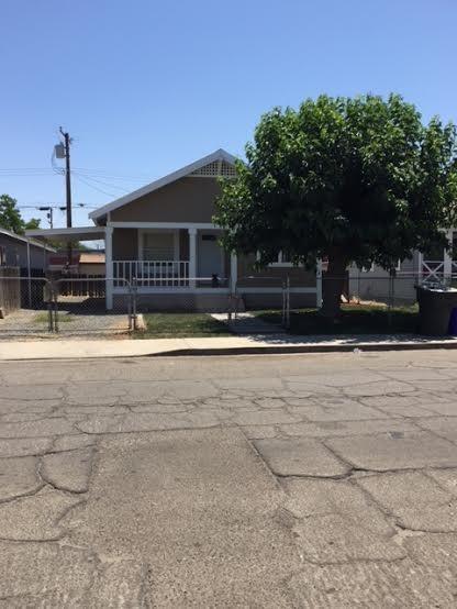 208 S G Street, Porterville, CA 93257 (#147584) :: Robyn Icenhower & Associates