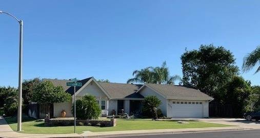 3825 W Sunnyside Avenue, Visalia, CA 93277 (#147772) :: The Jillian Bos Team