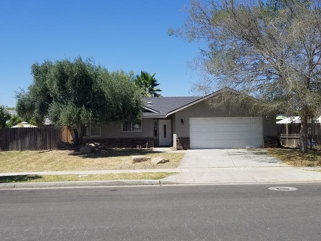 1318 Stinson Drive, Lemoore, CA 93245 (#147826) :: The Jillian Bos Team