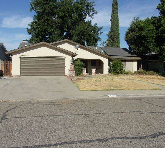 2635 S Conyer Street, Visalia, CA 93277 (#148601) :: Robyn Icenhower & Associates