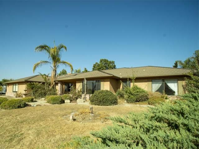 1302 Greenfield Avenue, Hanford, CA 93230 (#201487) :: Martinez Team