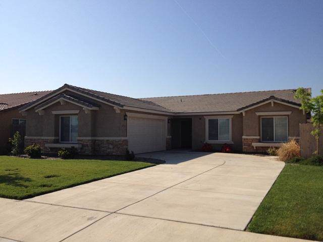 4135 E Hillcrest Avenue, Visalia, CA 93292 (#201989) :: Martinez Team