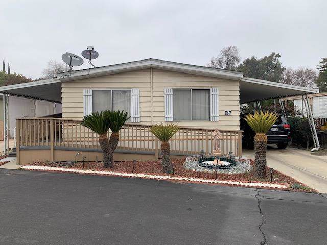 2400 W Midvalley Avenue R-7, Visalia, CA 93277 (#202305) :: The Jillian Bos Team