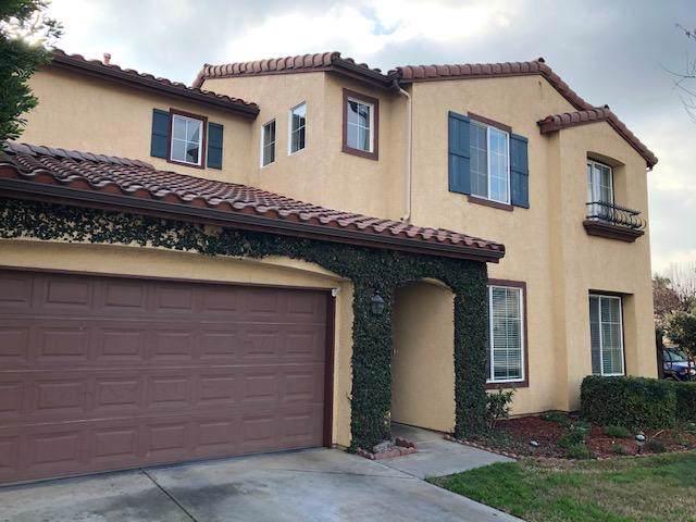 2475 La Vida Avenue, Porterville, CA 93257 (#202512) :: Martinez Team