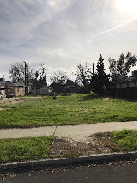 223 E 9th Street, Hanford, CA 93230 (#202570) :: Martinez Team