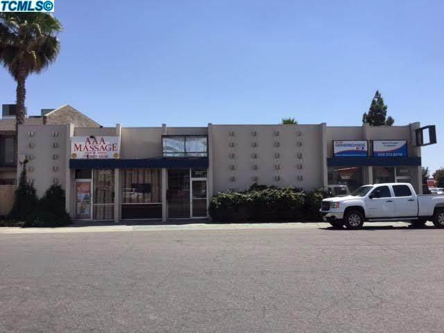 2009 W Ashland Avenue, Visalia, CA 93277 (#203205) :: Martinez Team