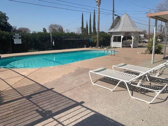 820 Chinowth Street #100, Visalia, CA 93277 (#203215) :: Martinez Team