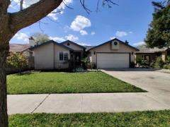 1813 N Matthew Avenue, Farmersville, CA 93223 (#203938) :: The Jillian Bos Team