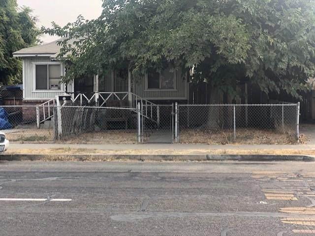 614 N Locust Street, Visalia, CA 93291 (#206939) :: Martinez Team
