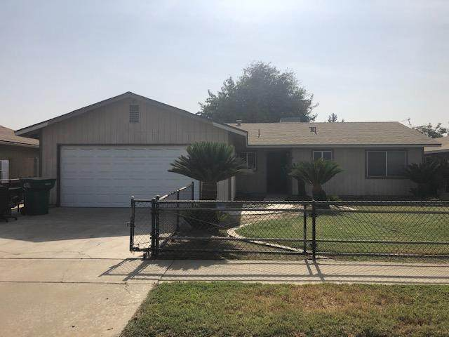 1355 E Levin Avenue, Tulare, CA 93274 (#207611) :: Martinez Team