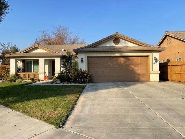 1032 W Reese Court, Visalia, CA 93277 (#208140) :: Martinez Team