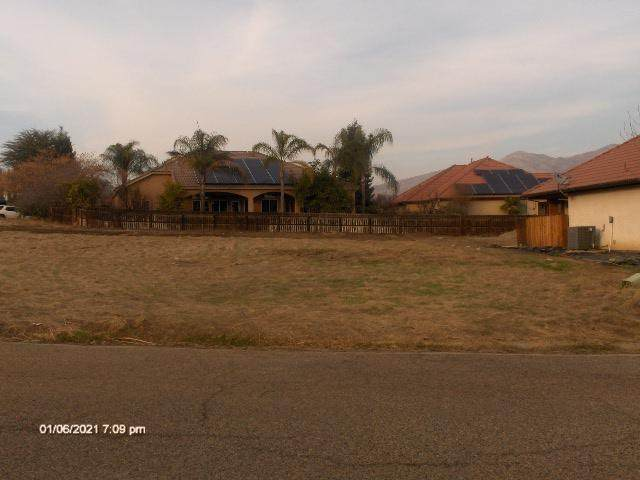 Jasmine, Porterville, CA 93257 (#208720) :: The Jillian Bos Team