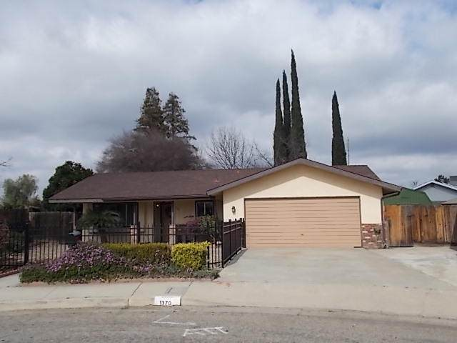 1370 W Monache Avenue, Porterville, CA 93257 (#209461) :: The Jillian Bos Team