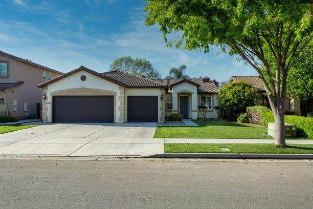 6237 W Whitley Avenue, Visalia, CA 93291 (#210127) :: The Jillian Bos Team