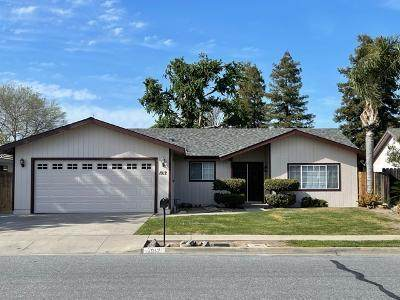 1912 E Alpine Avenue, Tulare, CA 93274 (#210294) :: Martinez Team