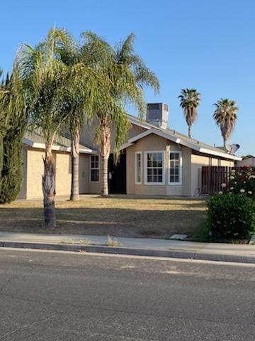 2219 16th Place, Delano, CA 93215 (#210518) :: Martinez Team