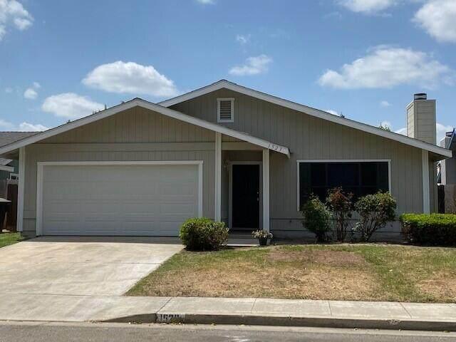 1523 S Noyes Street, Visalia, CA 93277 (#210523) :: Robyn Icenhower & Associates