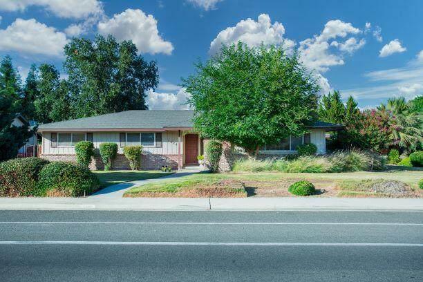 3024 W Mill Creek Drive, Visalia, CA 93291 (#211602) :: The Jillian Bos Team