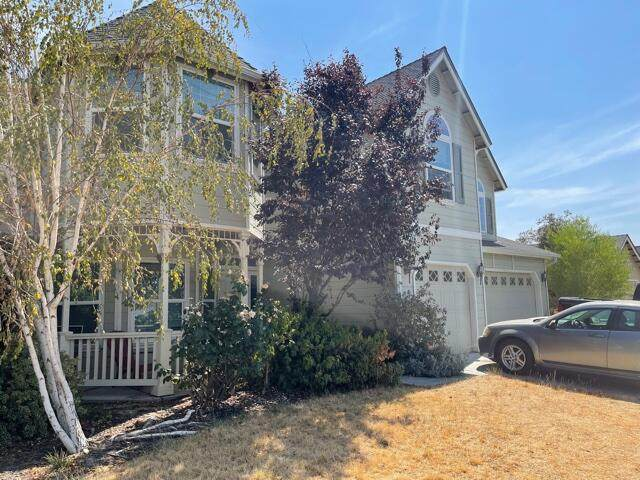 999 Tranquility Court, Lemoore, CA 93245 (#212341) :: Robyn Icenhower & Associates