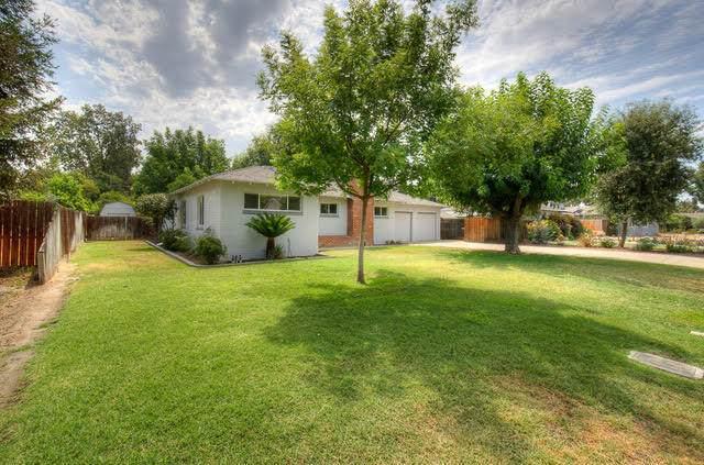 804 S Linda Vista Street, Visalia, CA 93277 (#212411) :: Martinez Team