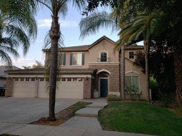 3732 N Leila Street, Visalia, CA 93291 (#212527) :: Martinez Team