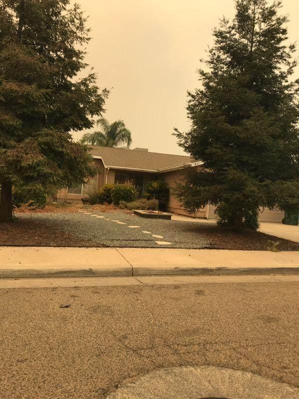 631 S Creekside Street, Porterville, CA 93257 (#212931) :: Robyn Icenhower & Associates