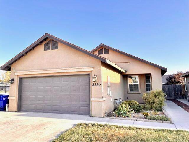 2123 W Clare Avenue, Porterville, CA 93257 (#213231) :: The Jillian Bos Team