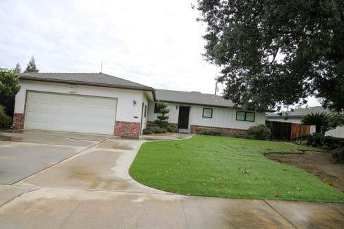 1634 S Hope Avenue, Reedley, CA 93654 (#213901) :: Your Fresno Realty | RE/MAX Gold