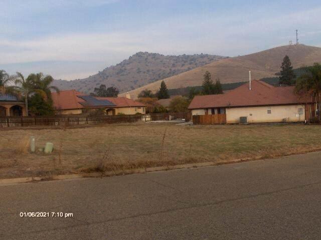 Jasmine, Porterville, CA 93257 (#214042) :: Robyn Icenhower & Associates