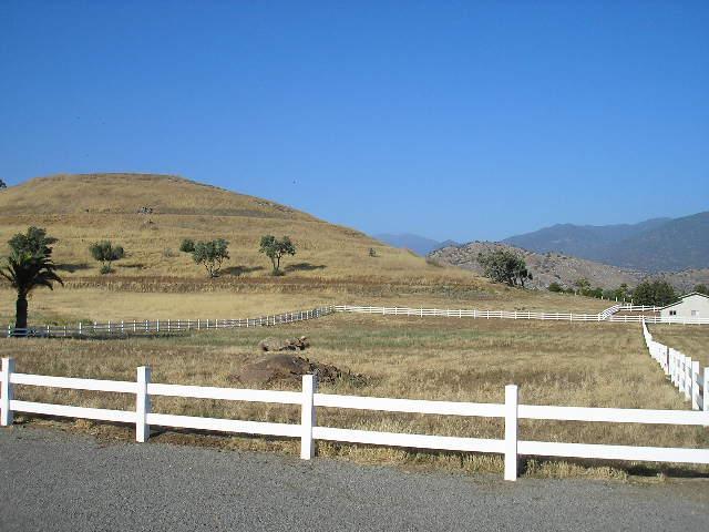 30886 Angus Loop Drive, Springville, CA 93265 (#990035199) :: Robyn Graham & Associates