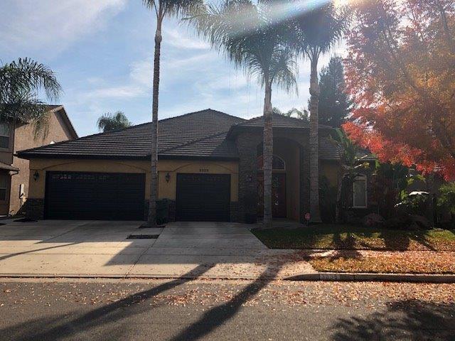 3335 E Paradise Avenue, Visalia, CA 93292 (#142923) :: Robyn Graham & Associates